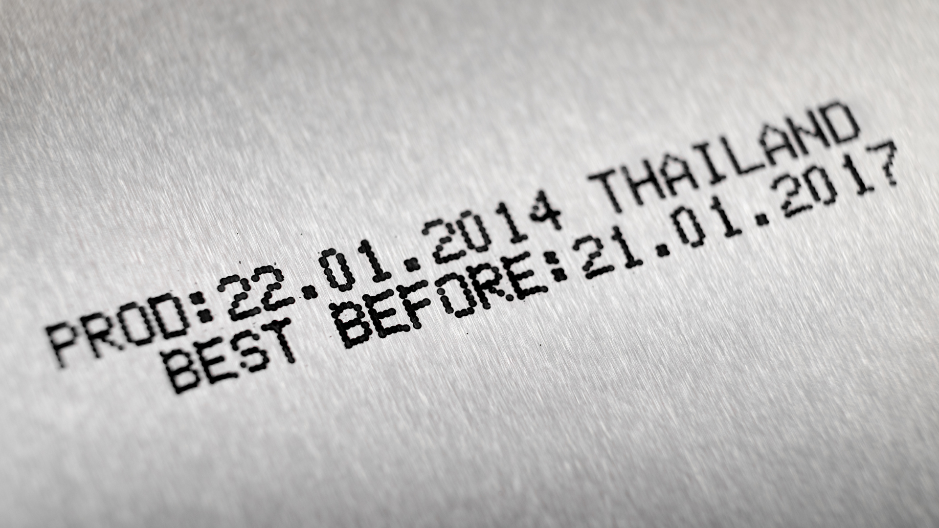Zoom of a can with the production date and place as well as a best before date